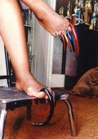 ногти Луизы Холлис