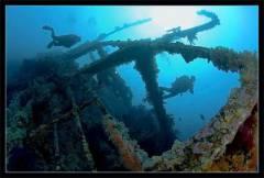 Старый затонувший корабль