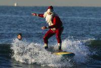 дед мороз на серфинге